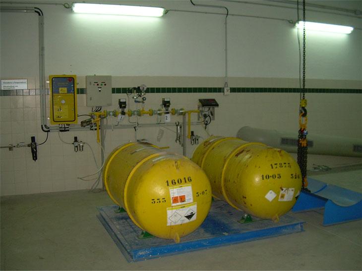 Almacenamiento de botellones de cloro