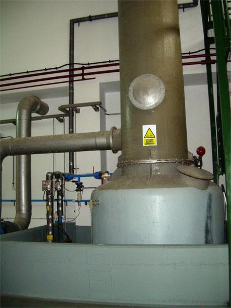 Torre de Absorción en ETAP asociada a almacenamiento y regulación de cloro