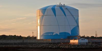 Imagen de Wikipedia de Tanque de Gas Natural Licuado