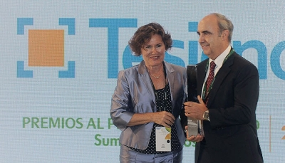 Santiago recogiendo el Premio a Mejor Proveedor del 2017